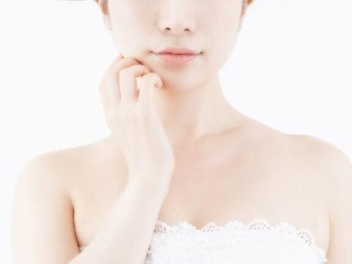胸の位置が低い女性